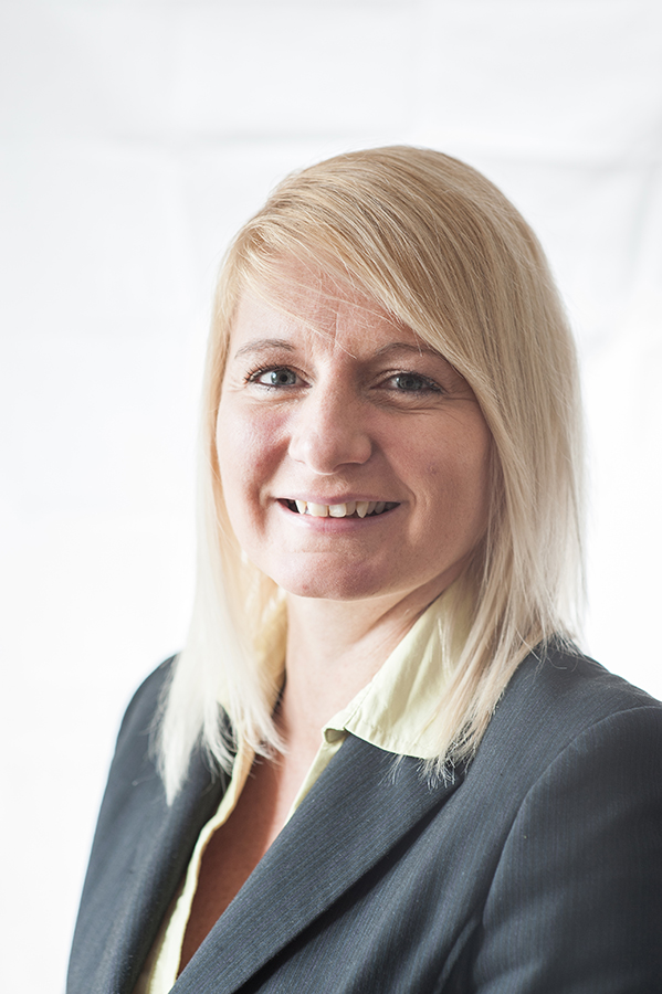 Amanda Routledge, Sales Representative